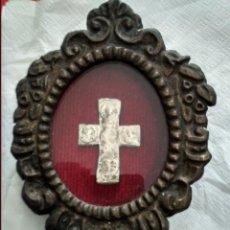 Antigüedades: RELICARIO CON ANTIGUA CRUZ BUEN PASTOR Y APOSTOLES. Lote 137927518