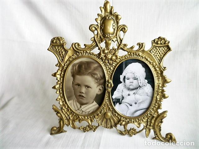 Antigüedades: PORTARRETRATOS DOBLE DE BRONCE CON CRISTALES Y PIE CIRCA 1940 - MUY ORNAMENTADO - PORTAFOTOS - Foto 5 - 137964666