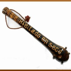 Antigüedades: ANTIGUA PORRA ARTESANAL EN MADERA CON MENSAJE - AFEITADO EN SECO. Lote 137978694
