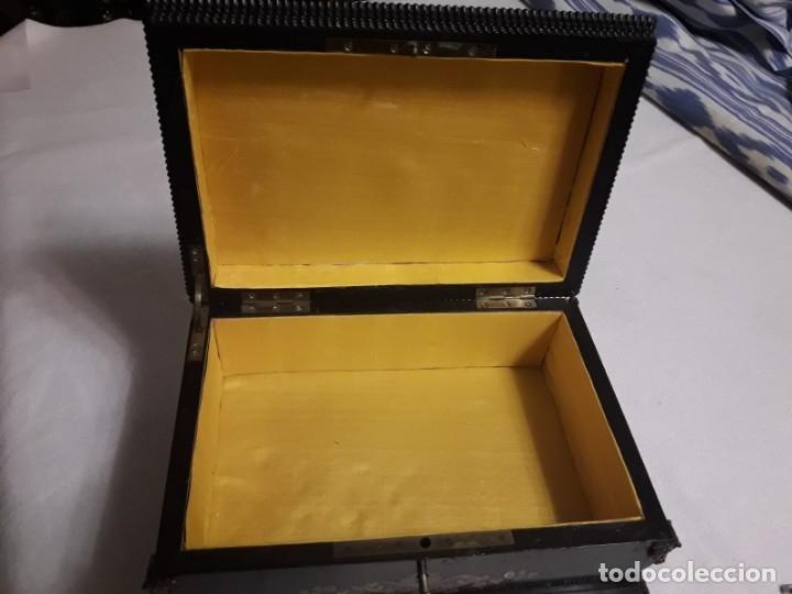Antigüedades: Caja de madera decorada - Francia, Napoleón III - Foto 4 - 137357726