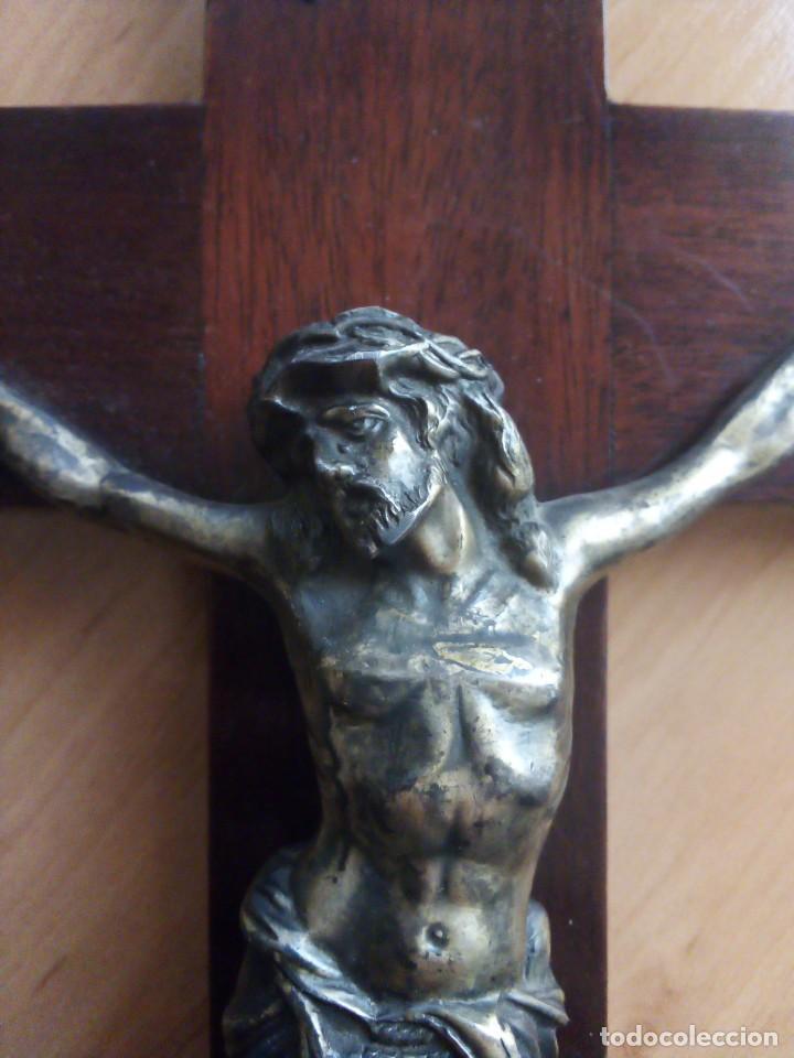 Antigüedades: Crucifijo en madera de caoba y bronce Principios SXX. 43cmx27cm - Foto 2 - 138005326