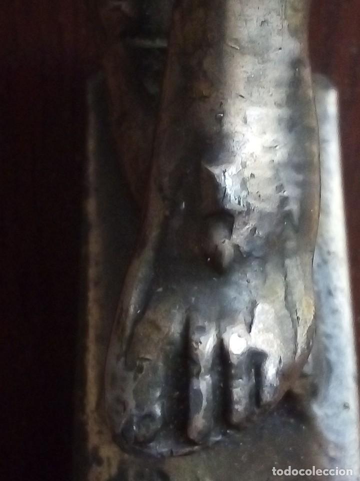 Antigüedades: Crucifijo en madera de caoba y bronce Principios SXX. 43cmx27cm - Foto 3 - 138005326
