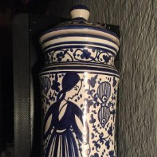 Antigüedades: CERÁMICA DE MANISES, FIRMADA. Lote 138034182