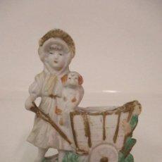 Antigüedades: CURIOSO PALILLERO - PORCELANA BISCUIT, FRANCIA - NIÑA CON PERRO - S. XIX. Lote 138048326