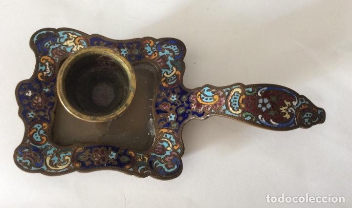 Antigüedades: Antiguo porta velas en metal con cloisonne - Foto 3 - 143341504