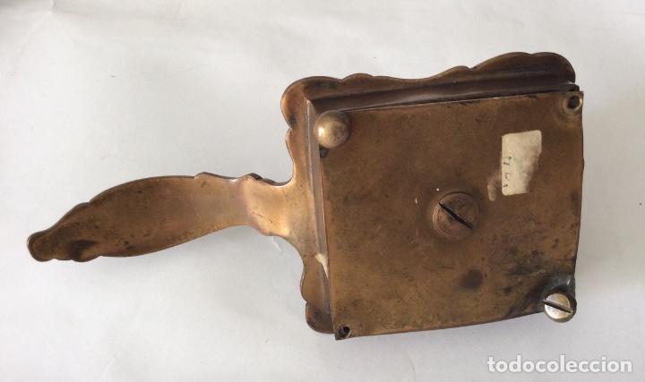 Antigüedades: Antiguo porta velas en metal con cloisonne - Foto 6 - 143341504