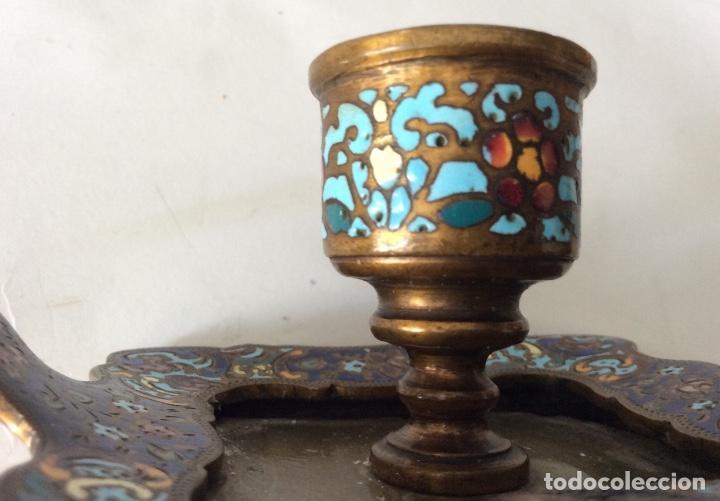 Antigüedades: Antiguo porta velas en metal con cloisonne - Foto 7 - 143341504