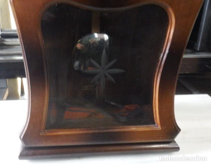 Antigüedades: RELOJ DE MESA DE MADERA. AÑOS 20. - Foto 3 - 138048754