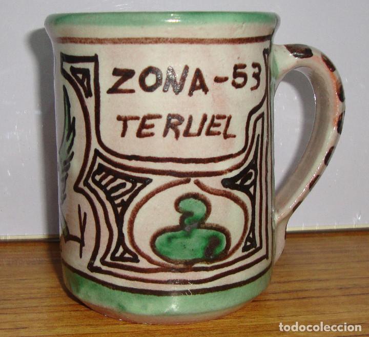 (TC-126) CURIOSA TAZA JARRA CERAMICA DOMINGO PUNTER DE TERUEL PARA LA ZONA 53 MILITAR (Antigüedades - Porcelanas y Cerámicas - Teruel)