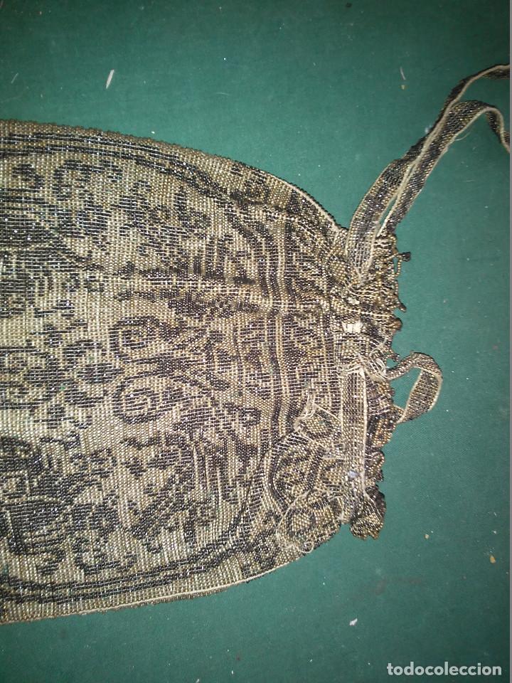 Antigüedades: MAGNIFICO ANTIGUO BOLSO DEL SIGLO XIX EN MICRO PERLAS METALICAS - Foto 2 - 172887797
