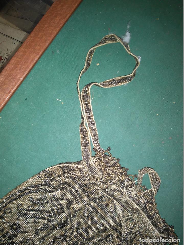 Antigüedades: MAGNIFICO ANTIGUO BOLSO DEL SIGLO XIX EN MICRO PERLAS METALICAS - Foto 3 - 172887797