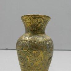 Antigüedades: ANTIGUO MINI FLORERO DE BRONCE TALLADO BONITA DECORACIÓN OBJETO DE COLECCIÓN. Lote 138224814