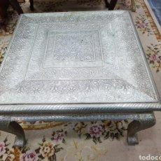Antigüedades: MESA ESTILO ÁRABE DE METAL REPUJADO ANTIGUA. Lote 138527428