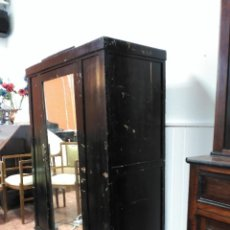 Antigüedades: ARMARIO PEQUEÑO ANTIGUO EN COLOR NEGRO / ANTIQUE SMALL CLOSET. Lote 138537094