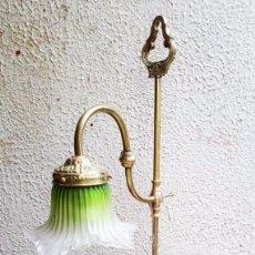 Antigüedades: LAMPARA MODERNISTA SOBREMESA EN BRONCE. Lote 138547450