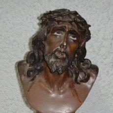 Antigüedades: ANTIGUO CRISTO DE LIMPIAS. PASTA DE OLOT. OJOS DE CRISTAL.. Lote 138554494