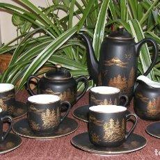 Antigüedades: JUEGO CAFÉ JAPONÉS PAISAJE DORADO FONDO NEGRO MATE CÁSCARA HUEVO FONDO CARA GEISHA KUTANI SATSUMA. Lote 138605074