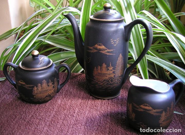 Antigüedades: JUEGO CAFÉ JAPONÉS PAISAJE DORADO FONDO NEGRO MATE CÁSCARA HUEVO FONDO CARA GEISHA KUTANI SATSUMA - Foto 6 - 138605074