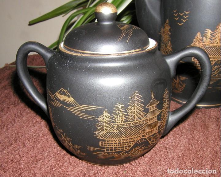 Antigüedades: JUEGO CAFÉ JAPONÉS PAISAJE DORADO FONDO NEGRO MATE CÁSCARA HUEVO FONDO CARA GEISHA KUTANI SATSUMA - Foto 7 - 138605074