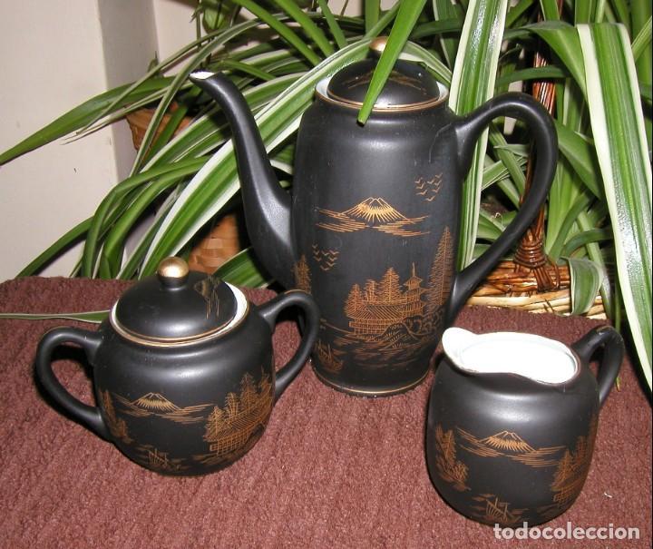 Antigüedades: JUEGO CAFÉ JAPONÉS PAISAJE DORADO FONDO NEGRO MATE CÁSCARA HUEVO FONDO CARA GEISHA KUTANI SATSUMA - Foto 9 - 138605074