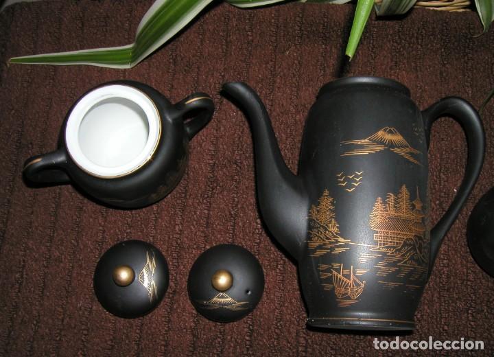 Antigüedades: JUEGO CAFÉ JAPONÉS PAISAJE DORADO FONDO NEGRO MATE CÁSCARA HUEVO FONDO CARA GEISHA KUTANI SATSUMA - Foto 11 - 138605074