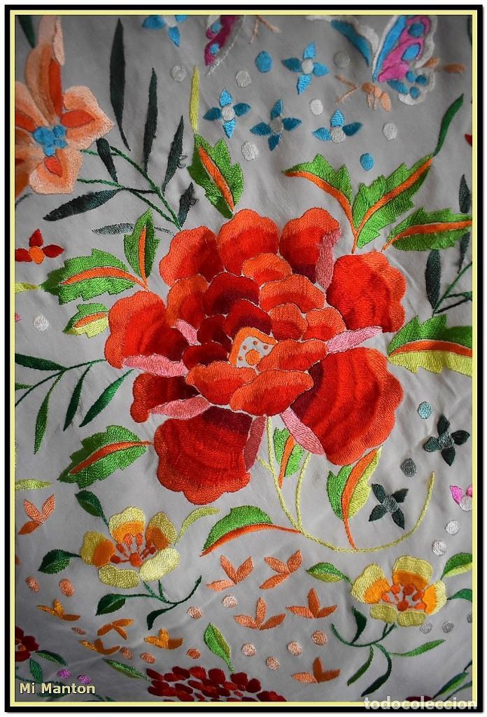 Antigüedades: Mi Manton. Maravilloso mantón de Manila muy bello colorido flores y mariposas. - Foto 2 - 138635138