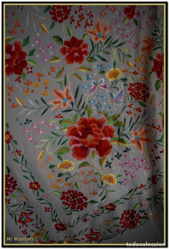 Antigüedades: Mi Manton. Maravilloso mantón de Manila muy bello colorido flores y mariposas. - Foto 4 - 138635138