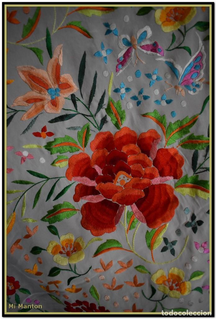Antigüedades: Mi Manton. Maravilloso mantón de Manila muy bello colorido flores y mariposas. - Foto 6 - 138635138