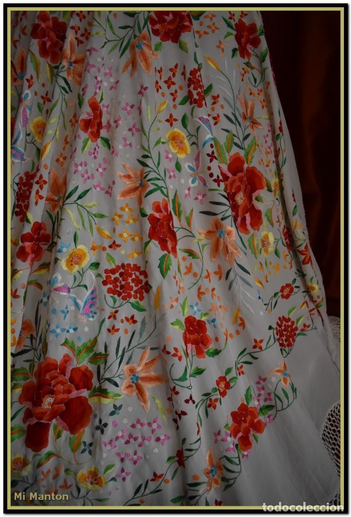 Antigüedades: Mi Manton. Maravilloso mantón de Manila muy bello colorido flores y mariposas. - Foto 7 - 138635138