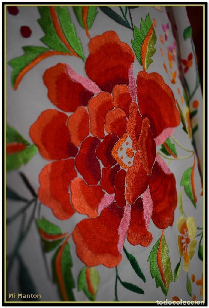 Antigüedades: Mi Manton. Maravilloso mantón de Manila muy bello colorido flores y mariposas. - Foto 9 - 138635138