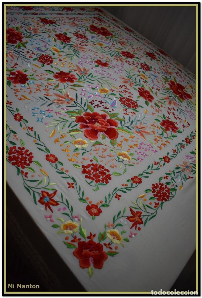 Antigüedades: Mi Manton. Maravilloso mantón de Manila muy bello colorido flores y mariposas. - Foto 10 - 138635138