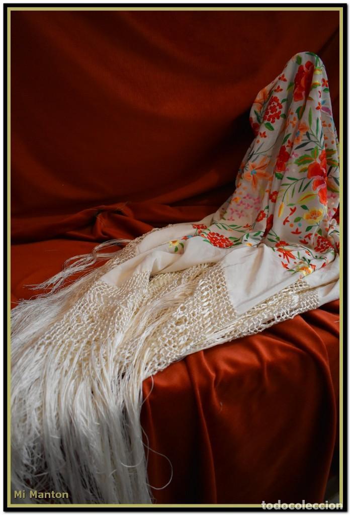 Antigüedades: Mi Manton. Maravilloso mantón de Manila muy bello colorido flores y mariposas. - Foto 12 - 138635138