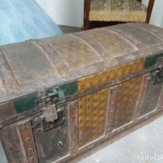 Antigüedades: ANTIGUO BAÚL DE VIAJE. TREN. MEDINA DEL CAMPO , ZAMORA, OURENSE. PONTEVEDRA. MADERA, METAL Y CHAPA.. Lote 138671610