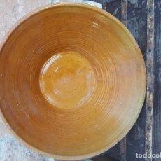 Antigüedades: ANTIGUO GRAN LEBRILLO MARRÓN ZXY. Lote 138688342