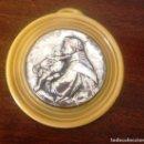 Antigüedades: MEDALLON CUNA, CIRCULAR- PLATA Y PASTA-ANTIGUO-. Lote 138697530