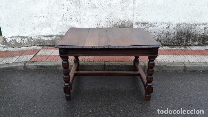 Mesa de salón comedor antigua de madera estilo rústico, mesa grande  cuadrada estilo renacimiento