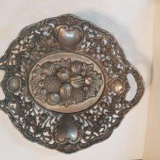 Antigüedades: PRECIOSO FRUTERO CENTRO DE MESA ANTIGUO EN METAL BAÑADO EN PLATA. Lote 138752973