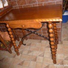 Antigüedades: MESA CASTELLANA RESTAURADA EN COLOR PINO . Lote 138762502