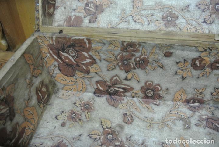 Antigüedades: Antiguo baúl o arca de piel y tachuelas - Foto 18 - 138779578