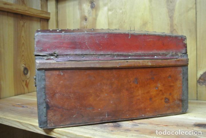 Antigüedades: Antiguo baúl o arca de piel y tachuelas - Foto 21 - 138779578