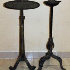 Antigüedades: MESITA VELADOR DE FUMADOR Y CENICERO REALIZADOS EN HIERRO FORJADO - MEDIADOS SIGLO XX. Lote 138780378