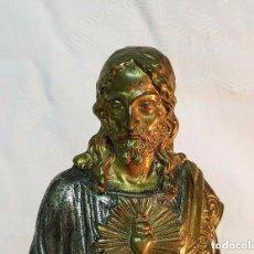 Antigüedades: SAGRADO CORAZON EN BRONZE FUNDIDO. Lote 138814890