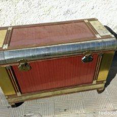 Antigüedades: BAÚL DE MADERA Y CHAPA. Lote 138817838