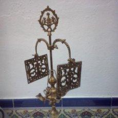 Antigüedades: CANDELABRO VELÓN ANTIGUO DE METAL. Lote 138859902