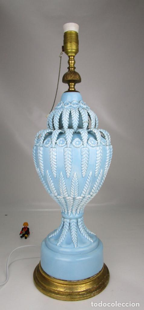 BESTIAL LAMPARA VIP CERAMICA MANISES AZUL PASTEL 65CM ALTURA VINTAGE POP (Antigüedades - Iluminación - Lámparas Antiguas)