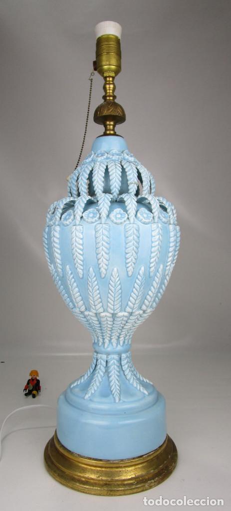 Antigüedades: BESTIAL LAMPARA VIP CERAMICA MANISES AZUL PASTEL 65CM ALTURA VINTAGE POP - Foto 2 - 138909058