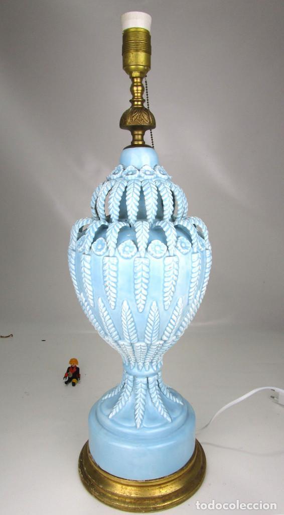Antigüedades: BESTIAL LAMPARA VIP CERAMICA MANISES AZUL PASTEL 65CM ALTURA VINTAGE POP - Foto 4 - 138909058