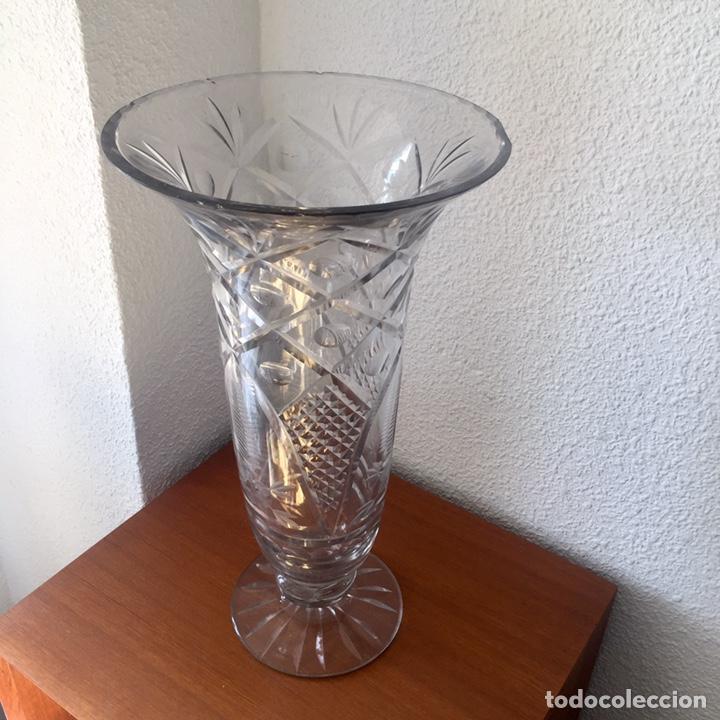 Antigüedades: Antiguo jarrón cristal de Cartagena tallado 44cm. Circa 1950 - Foto 2 - 138941181