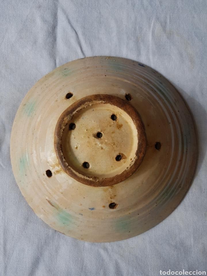 Antigüedades: Antiguo lebrillo escurridor fajalauza - Foto 2 - 138947472