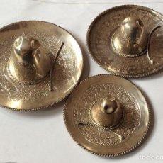 Antigüedades: CONJUNTO DE TRES SOMBREROS MEXICANOS EN PLATA DE LEY 925 ML. Lote 138958526